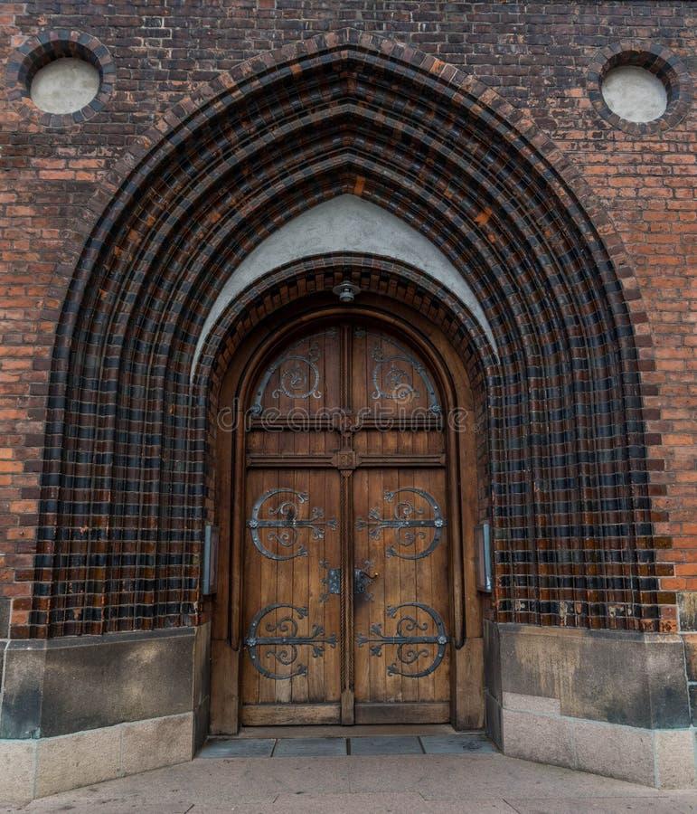 Puerta principal de la catedral fotografía de archivo