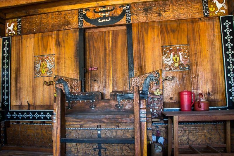 Puerta principal de una casa tradicional de Flores en Indonesia imagen de archivo