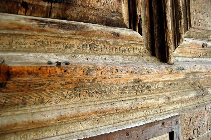 Puerta principal de una iglesia. imagen de archivo libre de regalías
