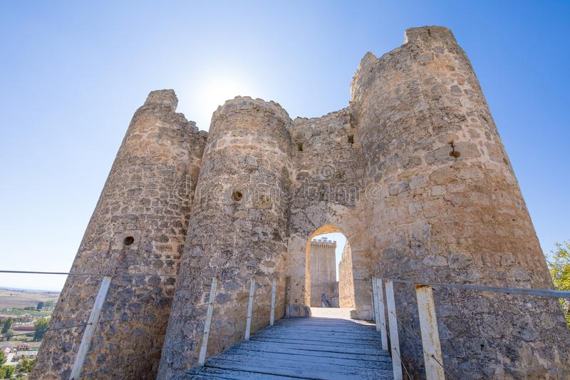 Puerta principal del castillo de Penaranda de Duero horizontal fotografía de archivo libre de regalías
