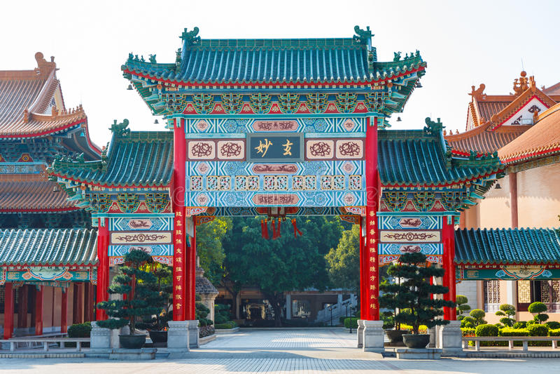 Puerta principal Guangzhou, China del templo del taoist de Yuanxuan imágenes de archivo libres de regalías