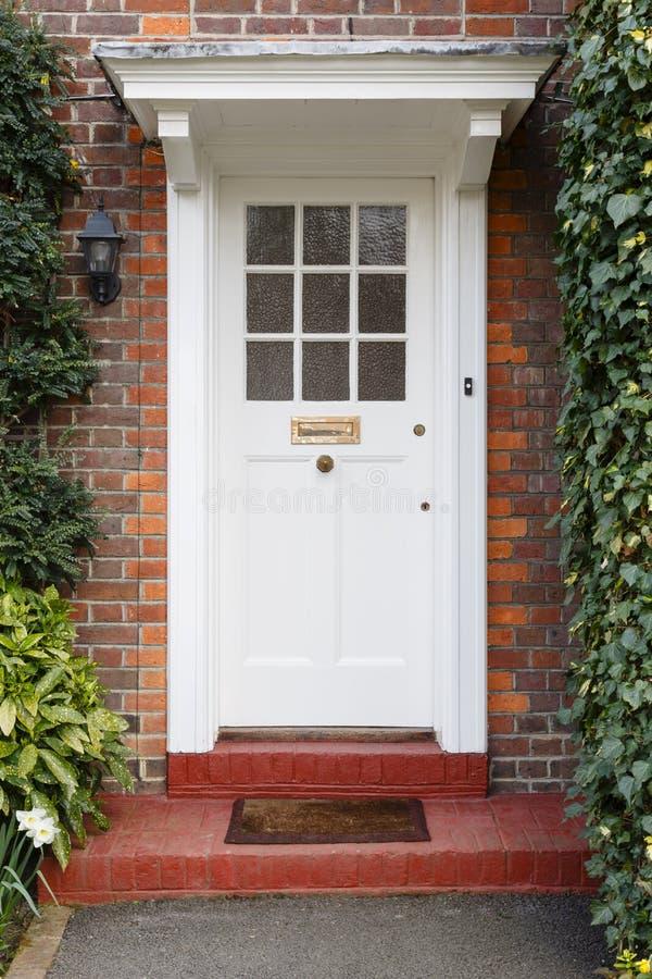 Puerta principal a la casa inglesa fotografía de archivo libre de regalías
