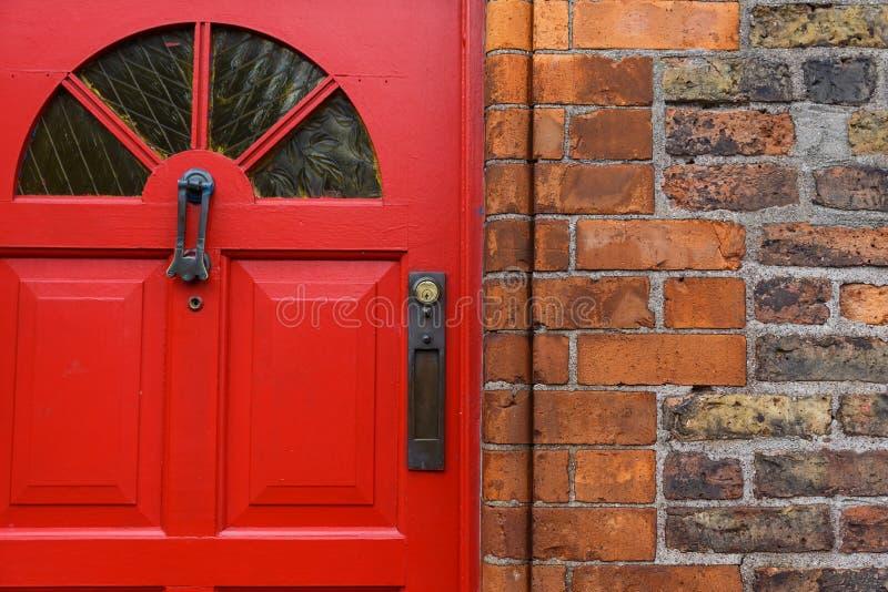 Puerta principal roja foto de archivo libre de regalías