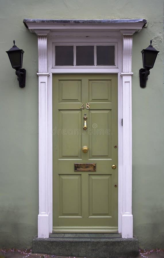 Puerta principal verde foto de archivo libre de regalías