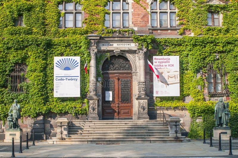 Puerta principal y exterior del Museo Nacional hermoso en Wroclaw fotos de archivo