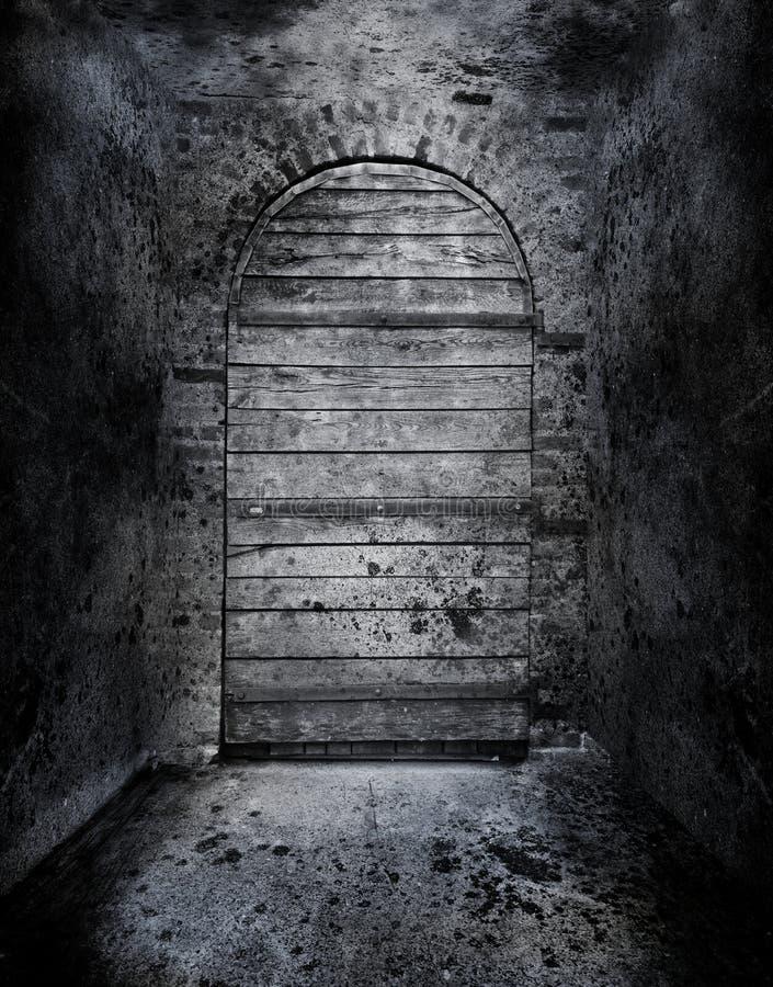 Puerta prohibida espeluznante fotos de archivo