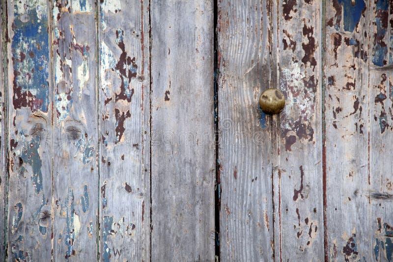 Puerta resistida imagenes de archivo