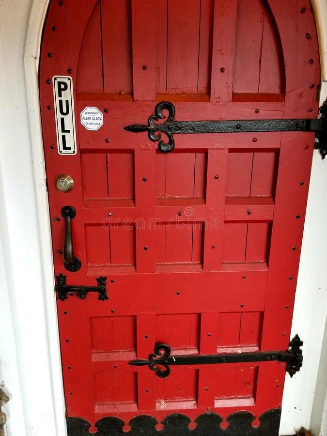 Puerta roja fotos de archivo libres de regalías