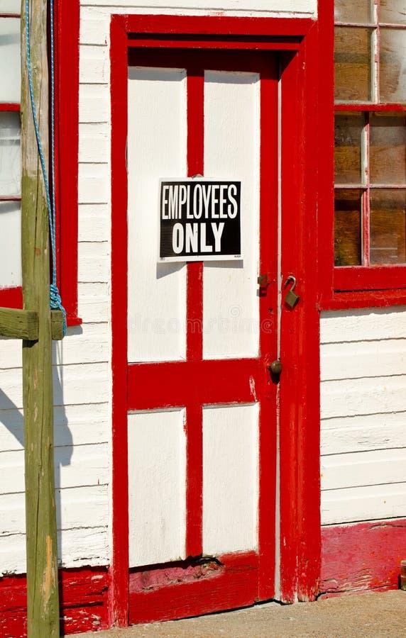 Puerta roja y blanca fotos de archivo libres de regalías