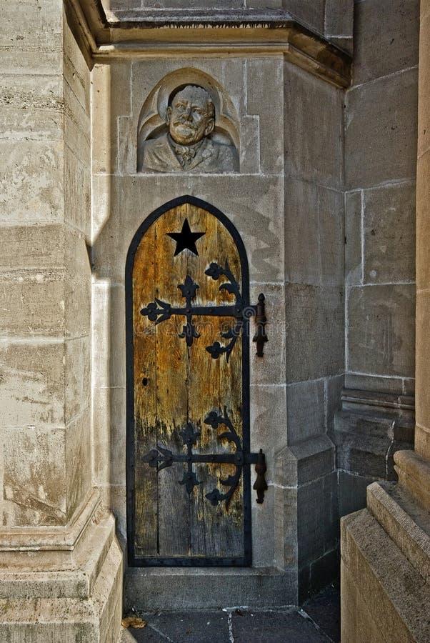 Puerta secreta foto de archivo libre de regalías