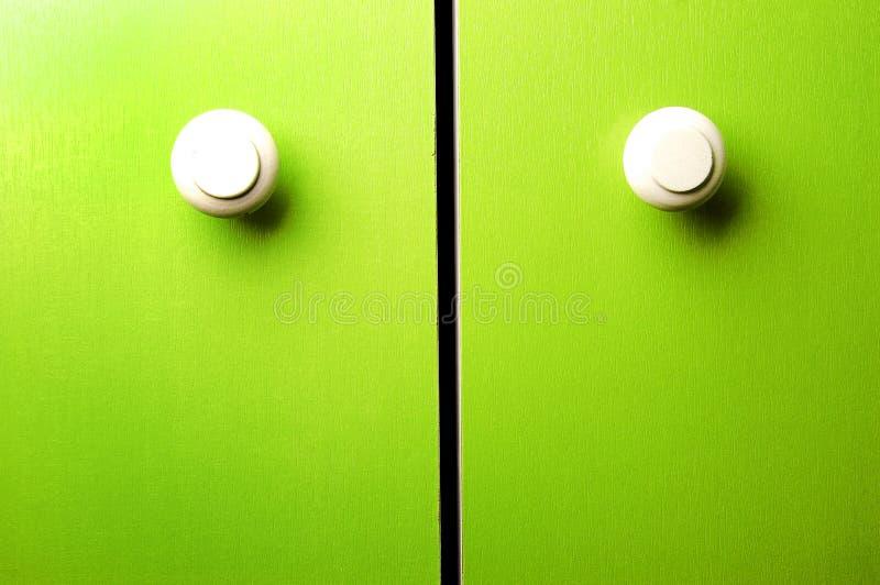 Puerta verde del guardarropa fotografía de archivo libre de regalías