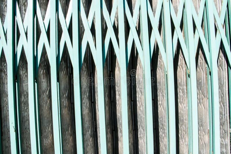 Puerta verde del hierro libre illustration