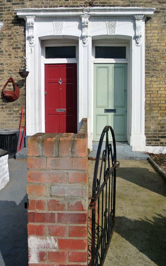 Puerta verde y roja imágenes de archivo libres de regalías