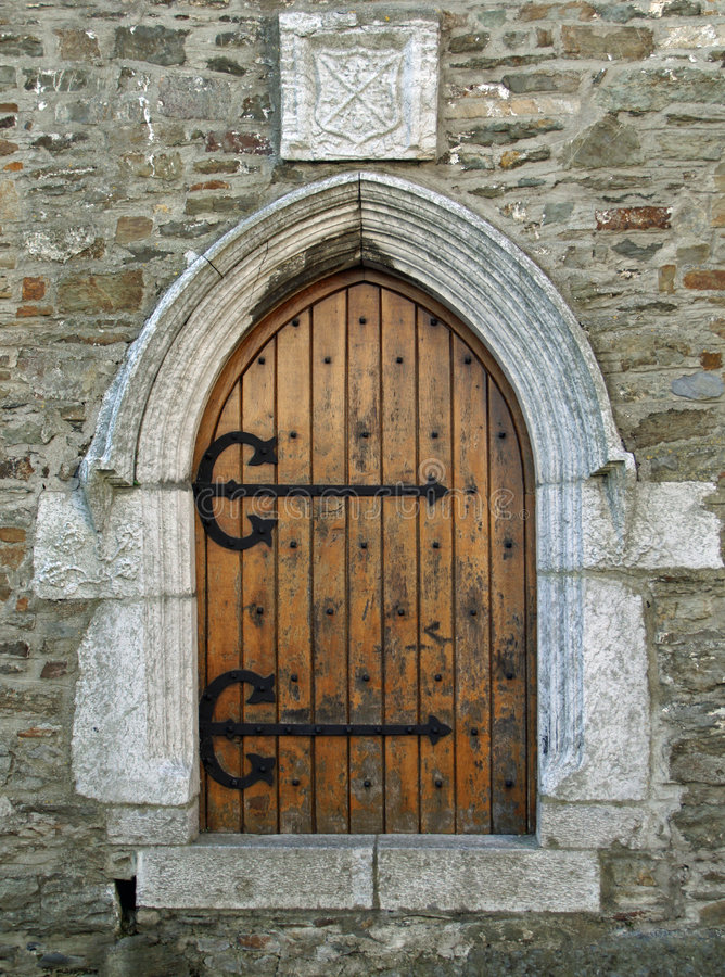 Puerta vieja de la iglesia foto de archivo libre de regalías