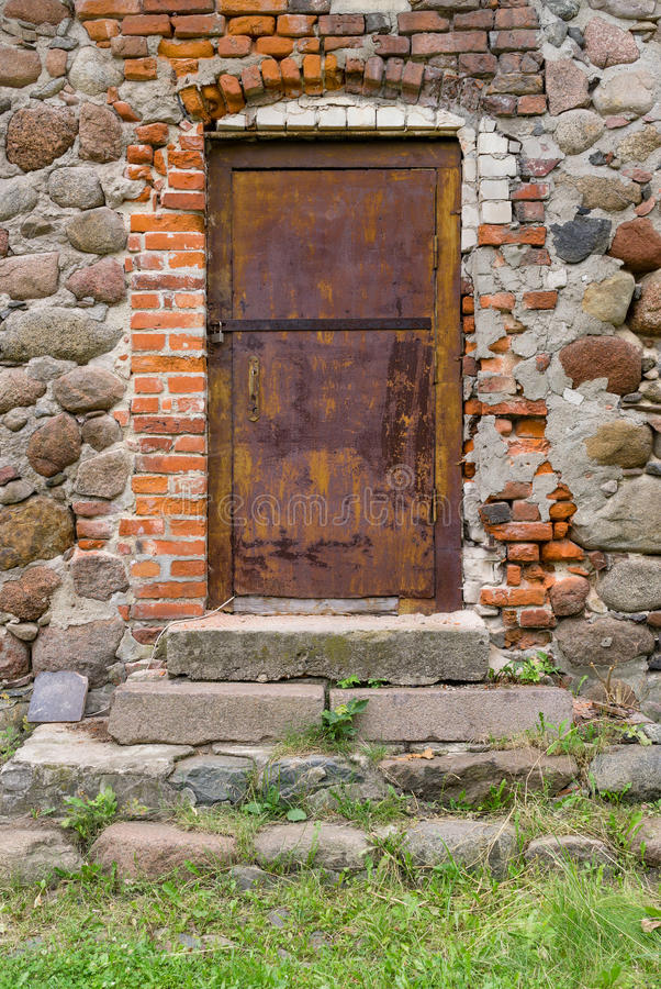 Puerta vieja del metal fotos de archivo libres de regalías