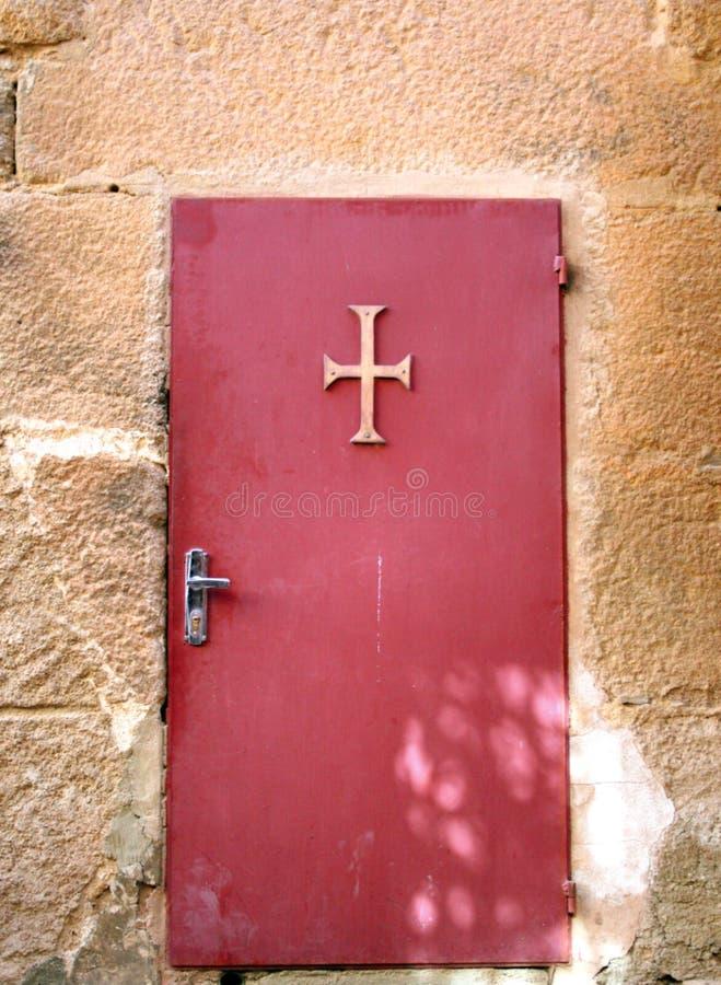 Puerta vieja del monasterio fotos de archivo
