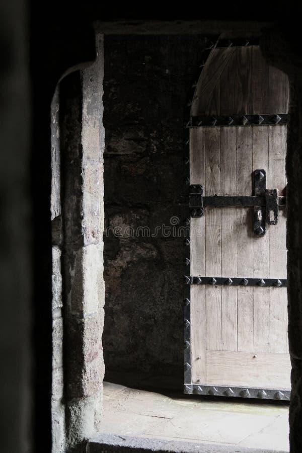 Puerta vieja del roble imagenes de archivo