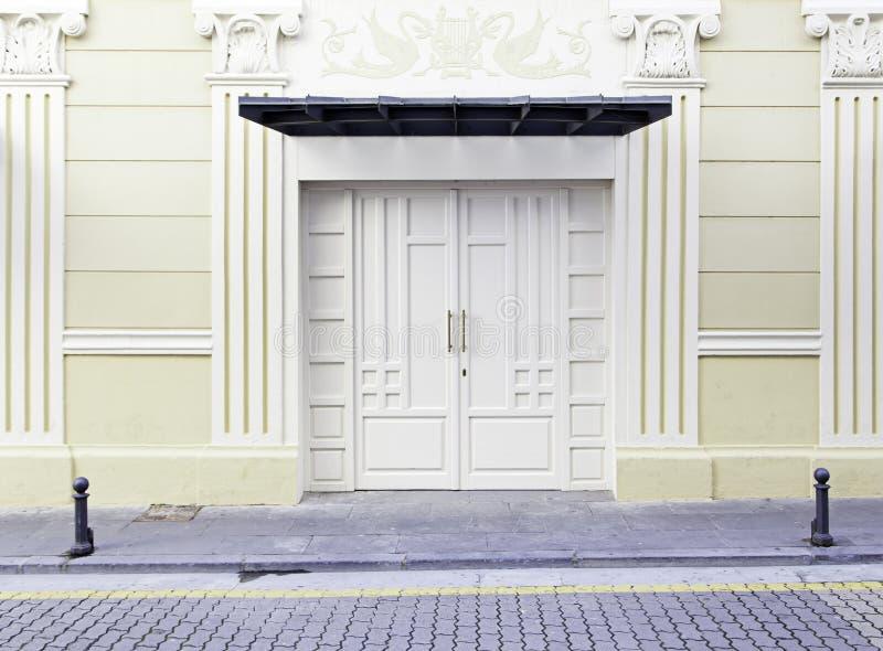 Puerta vieja del teatro imágenes de archivo libres de regalías