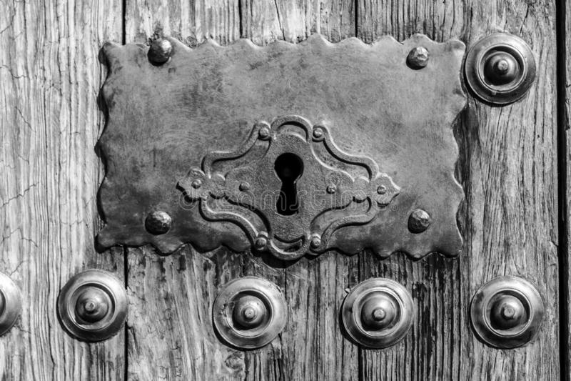 Puerta vieja en Caceres (España foto de archivo libre de regalías
