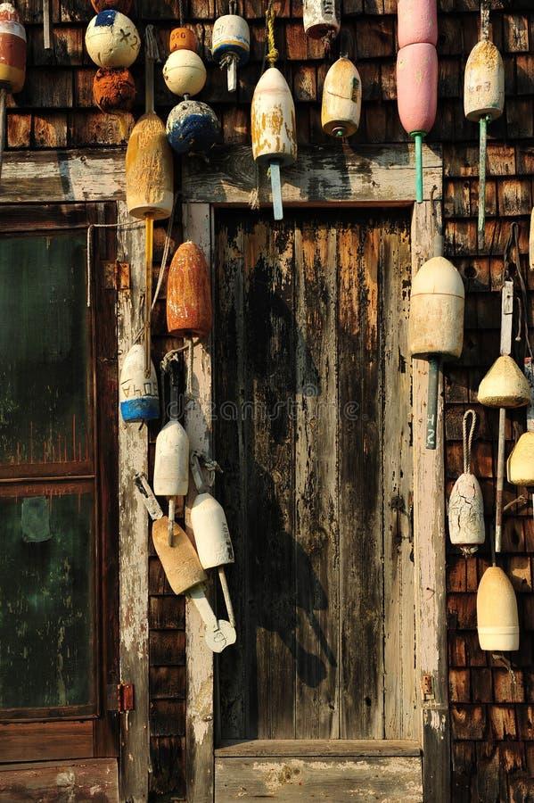 Puerta vieja en una cabaña de la langosta de Nueva Inglaterra imagen de archivo