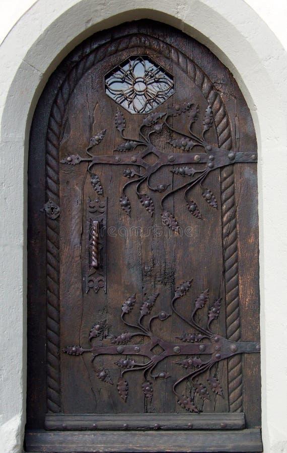 Puerta vieja sólida foto de archivo