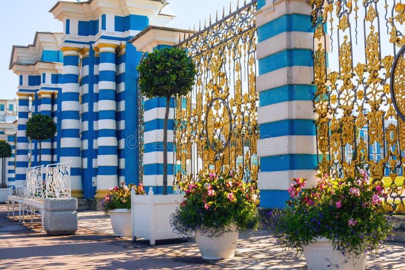 Puerta y cerca de Catherine Palace, Tsarskoe Selo, St Petersburg, Rusia fotografía de archivo libre de regalías