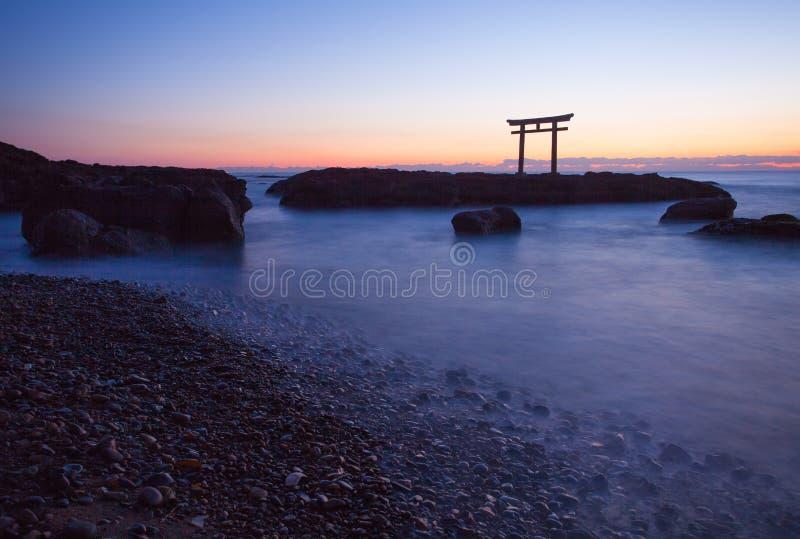 Puerta y mar japoneses en la prefectura de Oarai Ibaraki foto de archivo libre de regalías