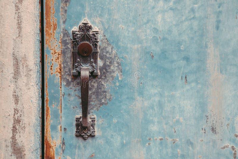Puerta y tirador del estilo del vintage imagen de archivo libre de regalías