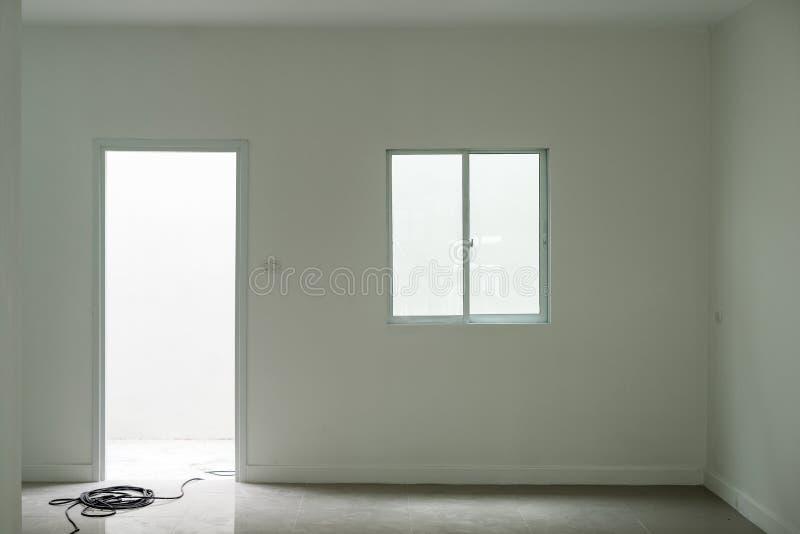 Puerta y ventana con el espacio en sitio foto de archivo