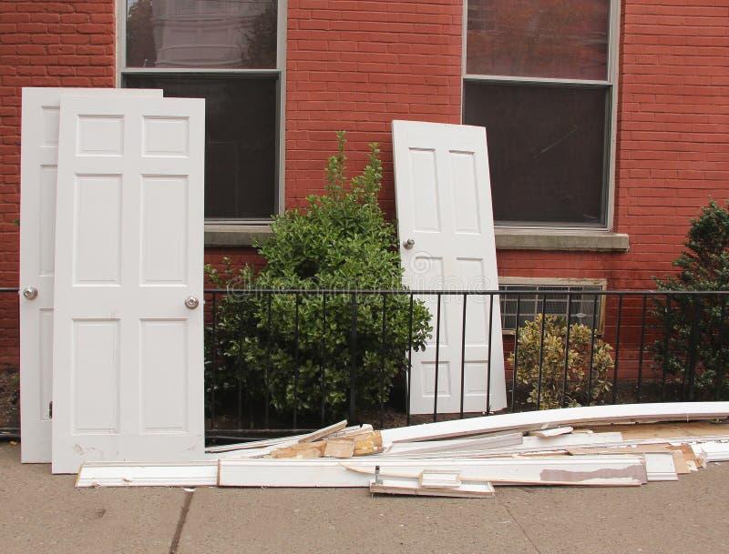 Puertas abandonadas foto de archivo