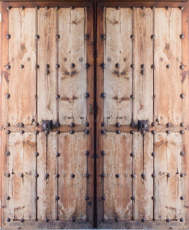 Puertas antiguas dobles foto de archivo imagen de entrada for Puertas antiguas dobles