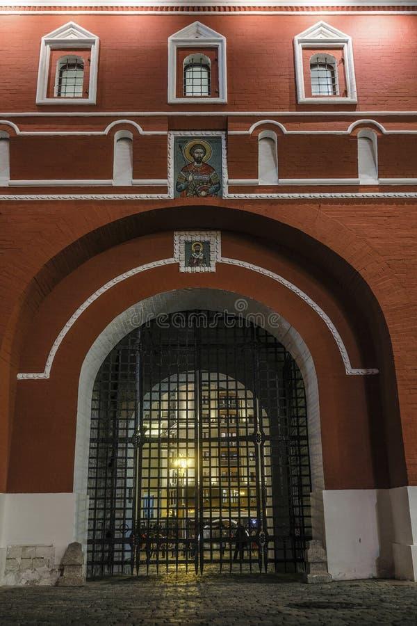 Puertas antiguas en el centro de Moscú fotos de archivo libres de regalías