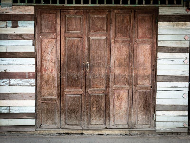 Puertas antiguas plegables fotografía de archivo libre de regalías