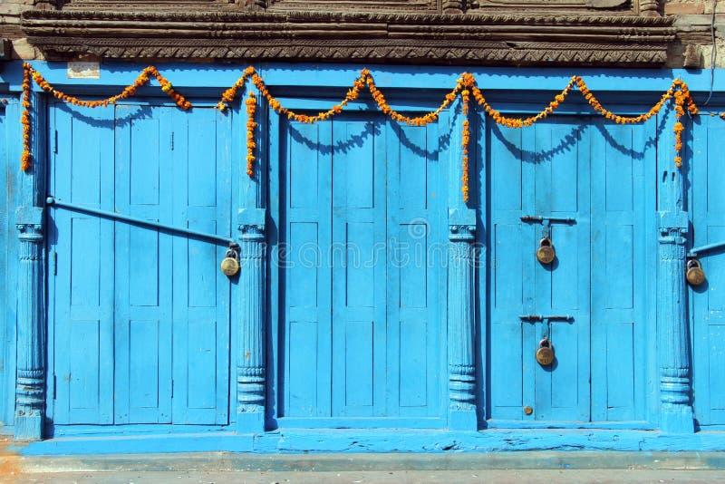Puertas azules imágenes de archivo libres de regalías