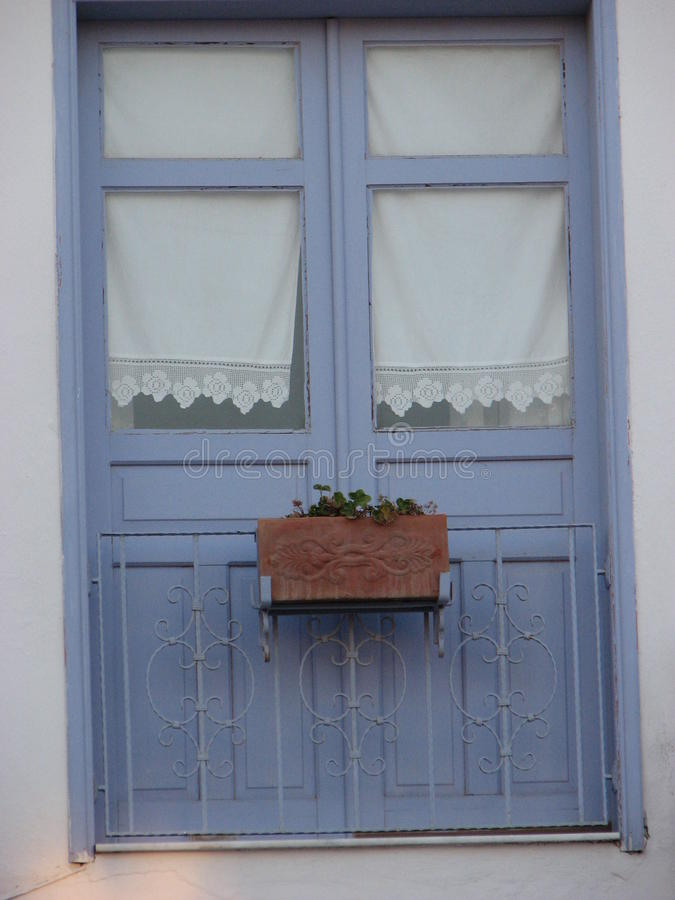 Puertas azules con los visillos del vintage imagen de archivo imagen de caf puerta 49946931 Visillos para puertas