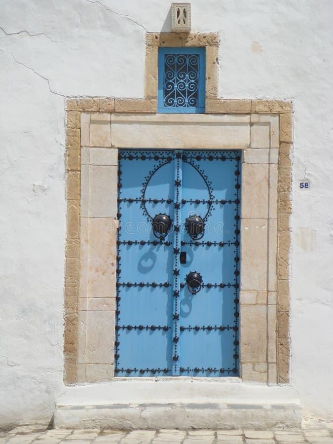 Puertas azules de Sidi Bou Said Tunisia fotos de archivo libres de regalías