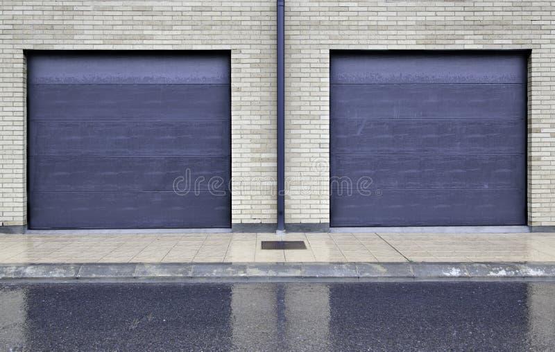 Puertas azules del metal imagen de archivo libre de regalías