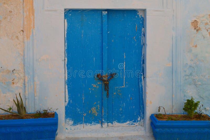 Puertas azules tunecinas imagen de archivo