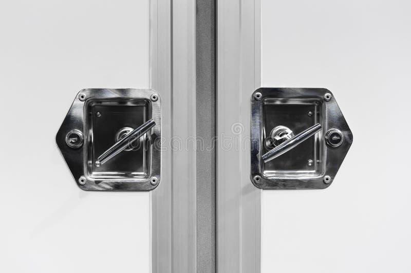 Puertas bloqueadas del camión de reparto foto de archivo
