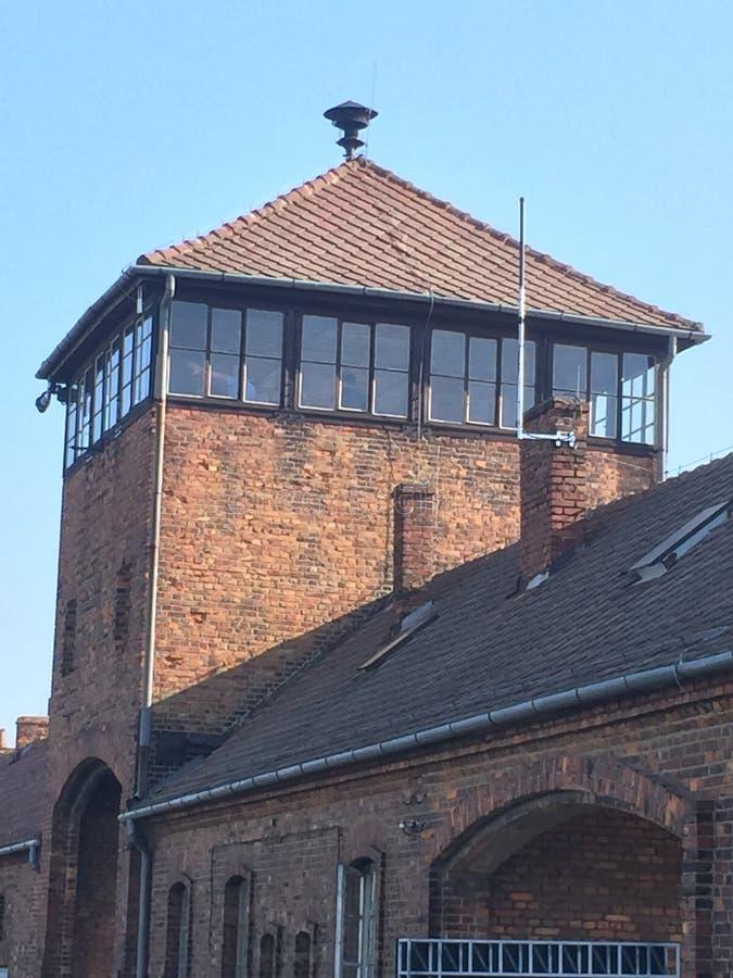 Puertas de Auschwitz del cuerpo de guardia de la muerte imágenes de archivo libres de regalías