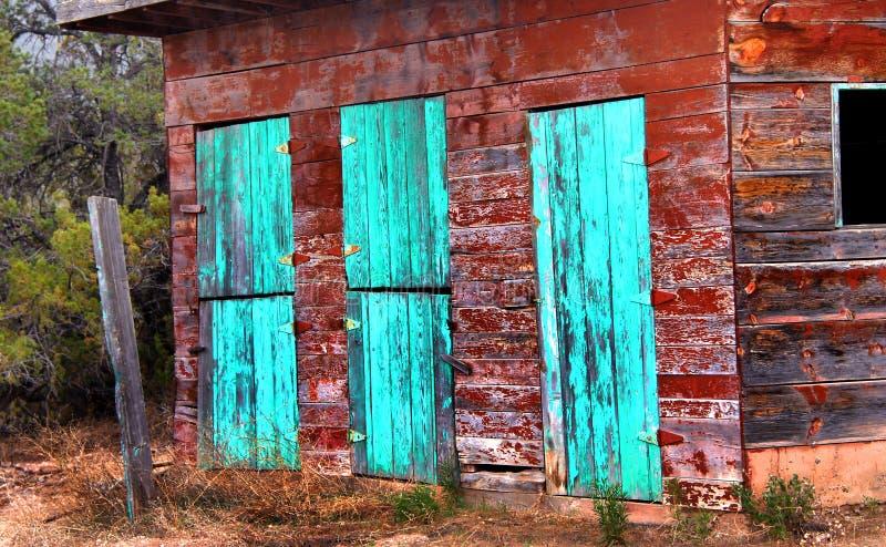 Puertas de granero en turquesa imagen de archivo