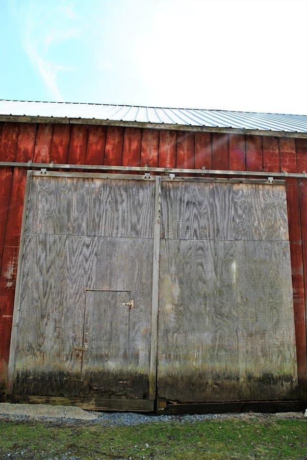 Puertas de granero grandes imágenes de archivo libres de regalías