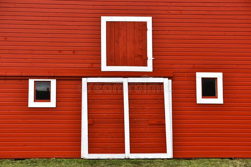Puertas de granero rojas imágenes de archivo libres de regalías