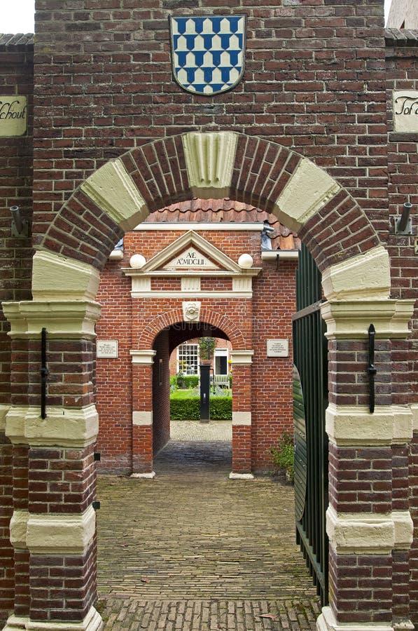 Puertas de la entrada al hospicio Boshuisen, Leeuwarden imágenes de archivo libres de regalías