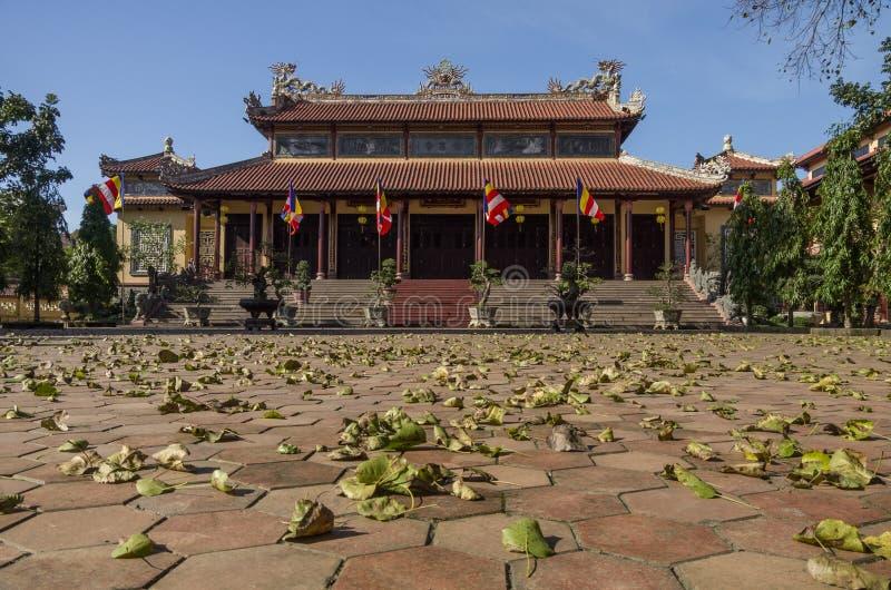 Puertas de la pagoda de la presa del Tu en la ciudad de la tonalidad, Vietnam imagen de archivo