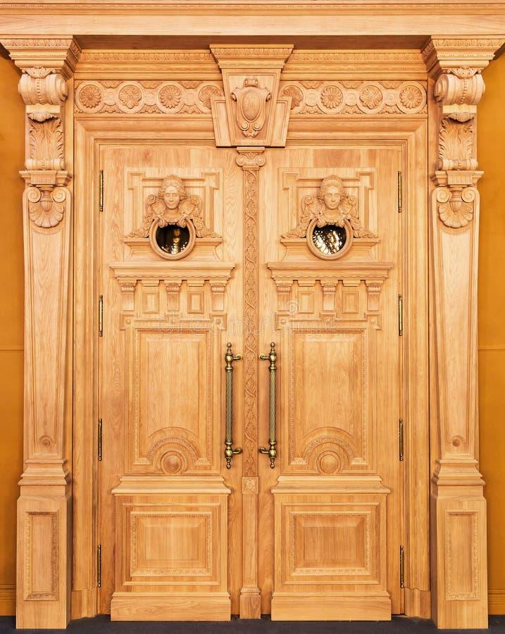 Download Puertas de madera stock de ilustración. Ilustración de muebles - 42426766