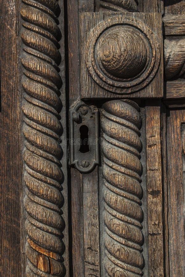Puertas de madera adornadas foto de archivo