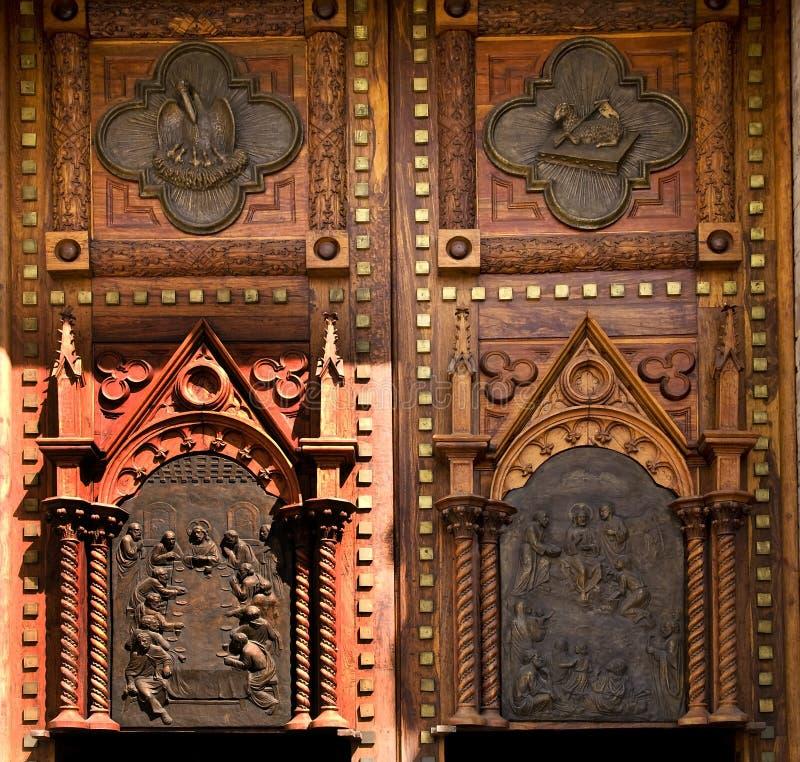 Puertas de madera México de la iglesia imagen de archivo