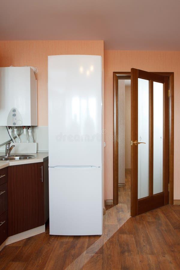Puertas de madera un interior en los apartamentos imagen de archivo libre de regalías