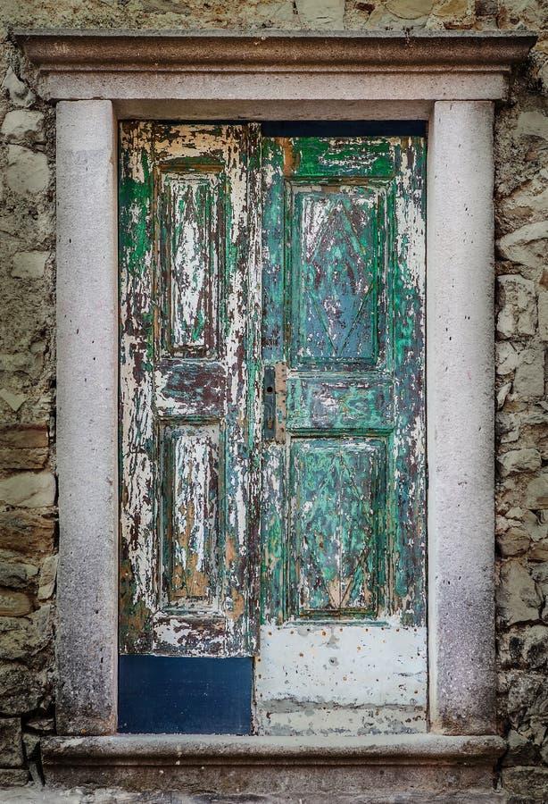 Puertas de madera viejas imagen de archivo imagen de for Puertas viejas de madera
